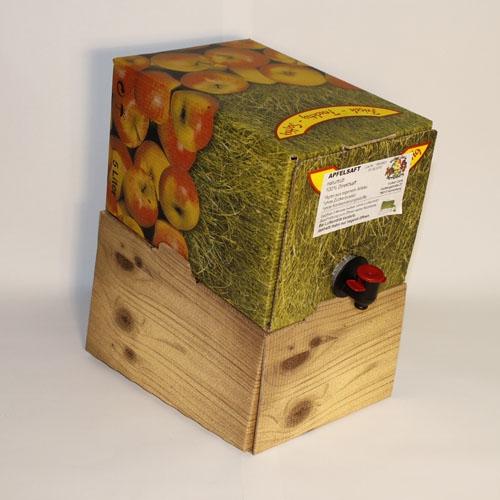 Karton Ständer mit naturtrüben Apfelsaft aus der Region.